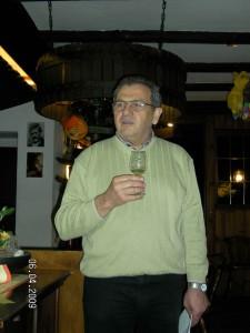 20090406-willi-nickenig-bei-der-jungweinprobe-des-weinkollegiums